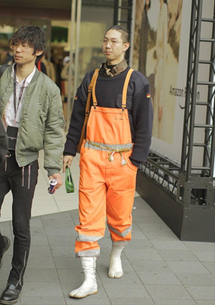 """Trừ khi trời mưa ra thì có bao giờ bạn nghĩ sẽ mang ủng ra đường ? Nhưng nhìn xem thật """"fashion"""" và thú vị phải không nào?"""