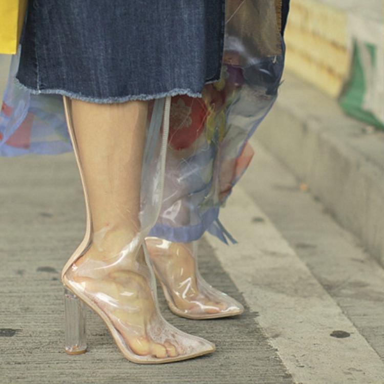 Boot xuyên thấu đang rất được các tín đồ thời trang yêu thích