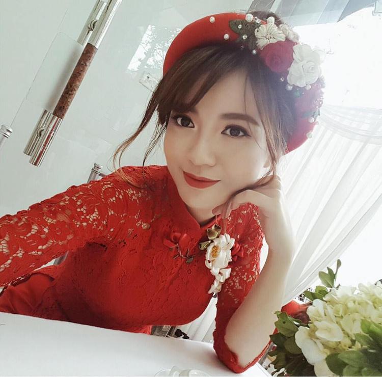 Hot girl Tú Linh đăng ảnh lên trang cá nhân khoe ngày hạnh phúc.