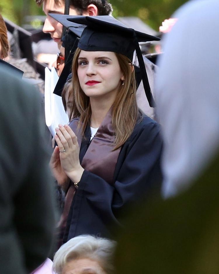 Emma Watson gây chú ý với loạt ảnh trong buổi lễ tốt nghiệp đại học năm 2014.