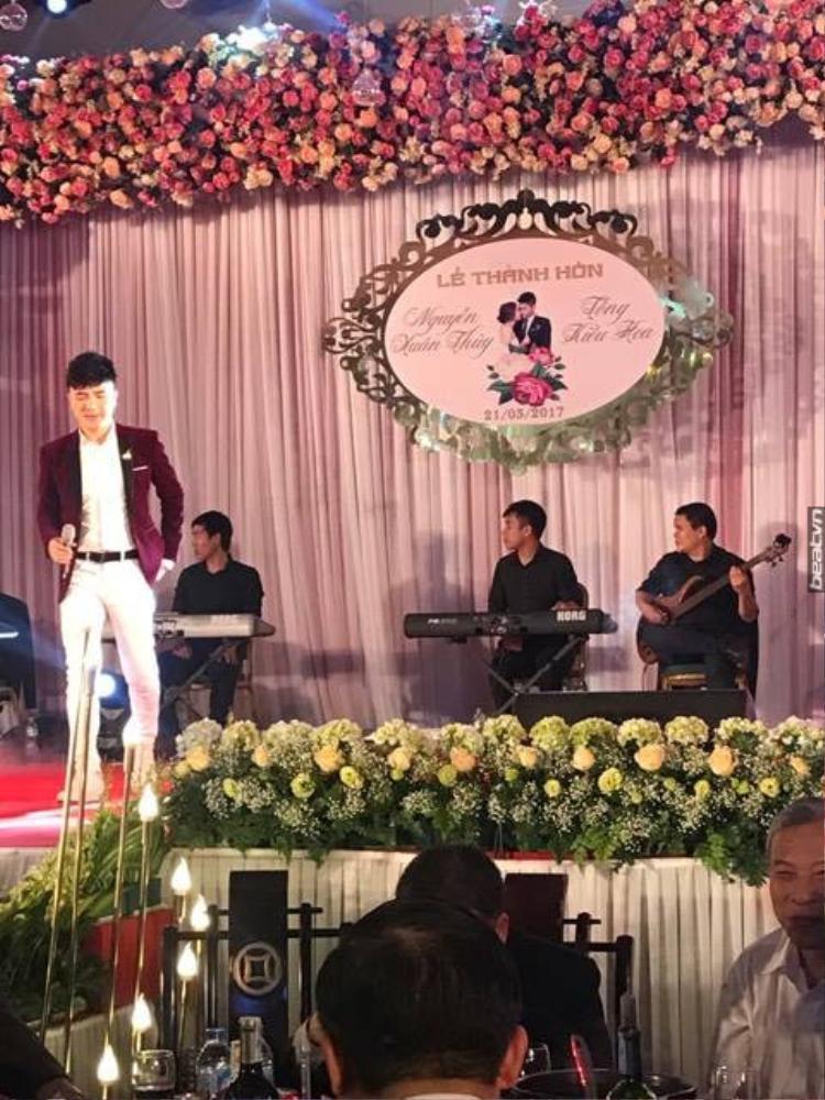 Có nhiều ca sĩ nổi tiếng góp mặt khiến đám cưới khủng được chia sẻ rầm rộ.