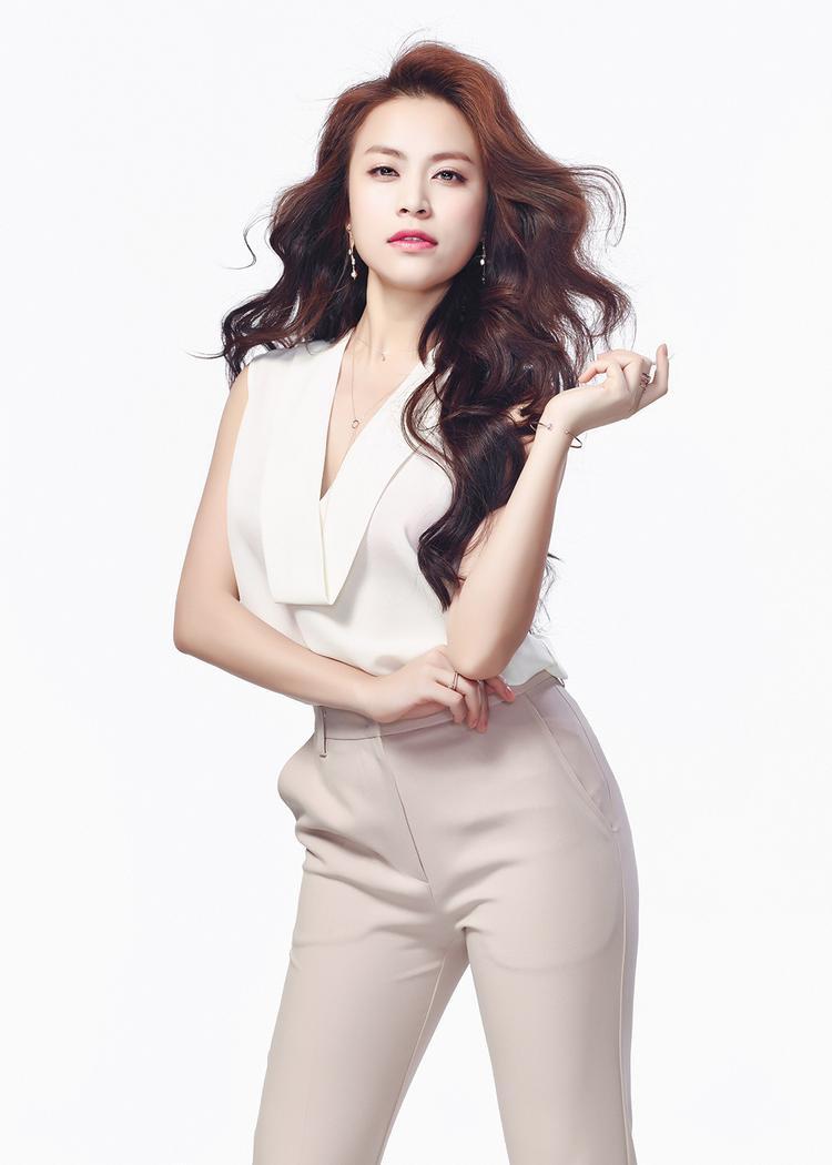 Hoàng Thùy Linh  Nghệ sĩ Việt duy nhất đứng chung sân khấu cùng SNSD ngày 1/4 tới