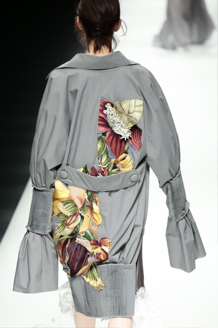 Hoa của NTK Công Trí nở rộ tại Tuần lễ thời trang Tokyo