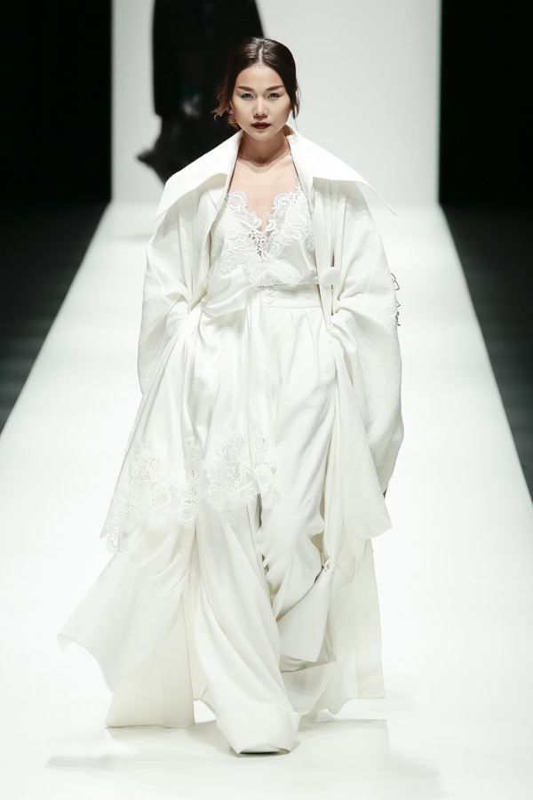 Thanh Hằng - nàng thơ của NTK Công Trí đã có mặt tại Tokyo để đảm nhận vị trí vedette cho show diễn.