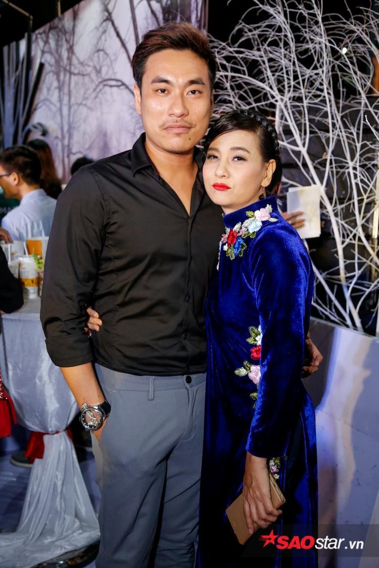 Cát Phượng thân mật bên tình trẻ Kiều Minh Tuấn.