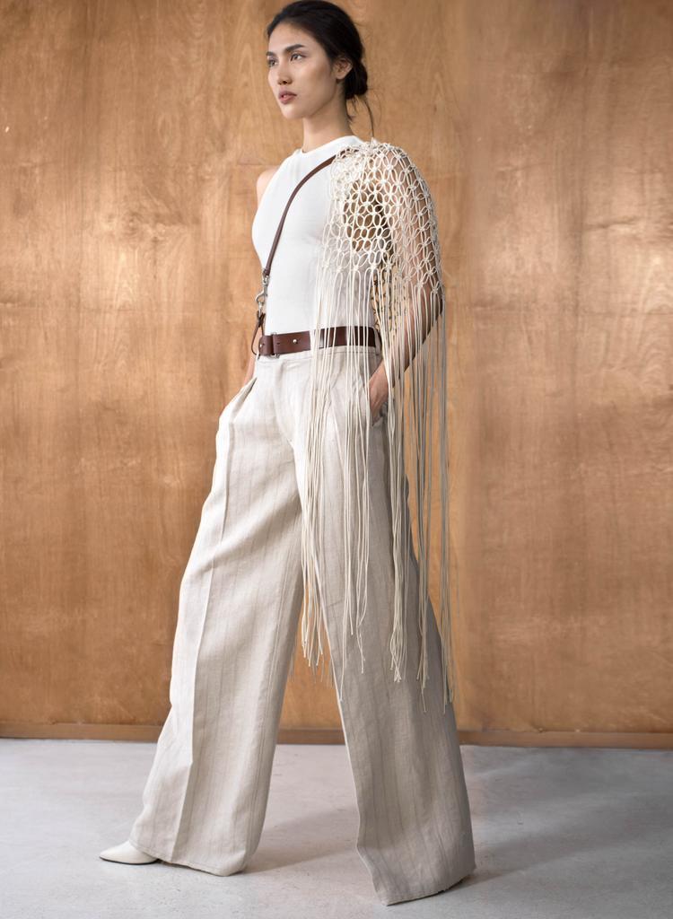 Tuy nhiên, khác với những thiết kế mang hơi hướm cổ điển trước đây, bộ sưu tập Xuân - Hè lần này của Lâm Gia Khang mang tính đột phá về phom dáng.