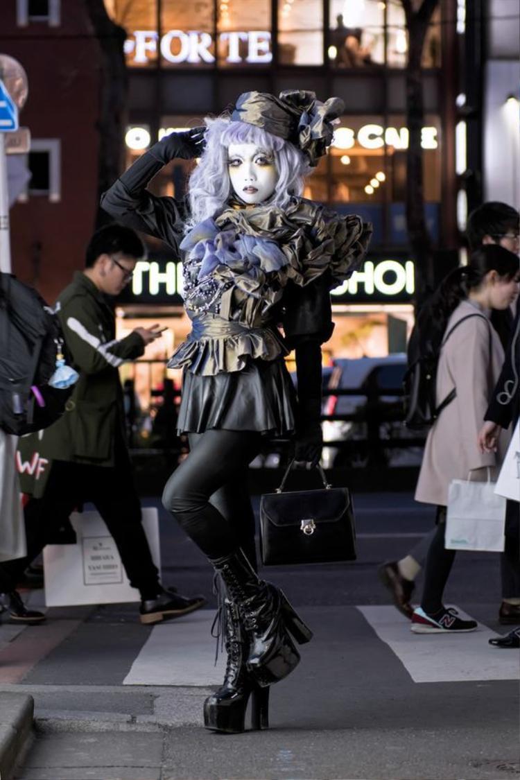 """Không thiếu những phong cách """"cosplay"""" đặc trưng của Nhật Bản"""