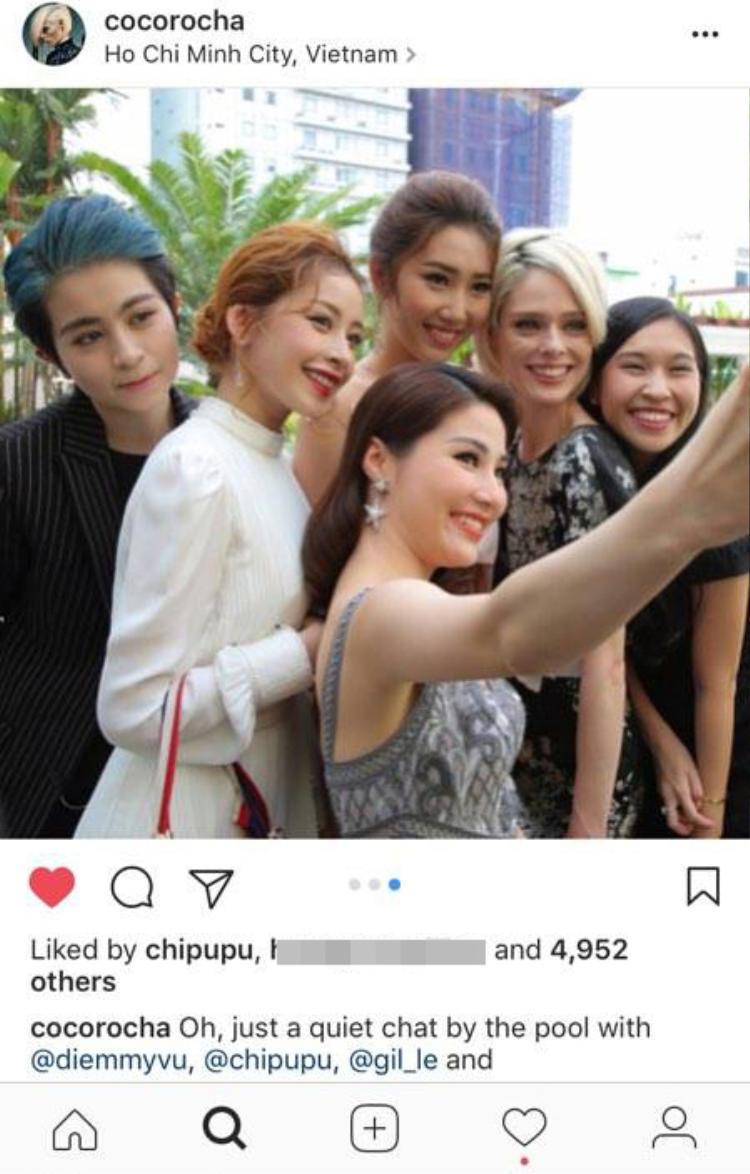 Siêu mẫu thế giới vui vẻ chụp ảnh selfie cùng sao Việt.