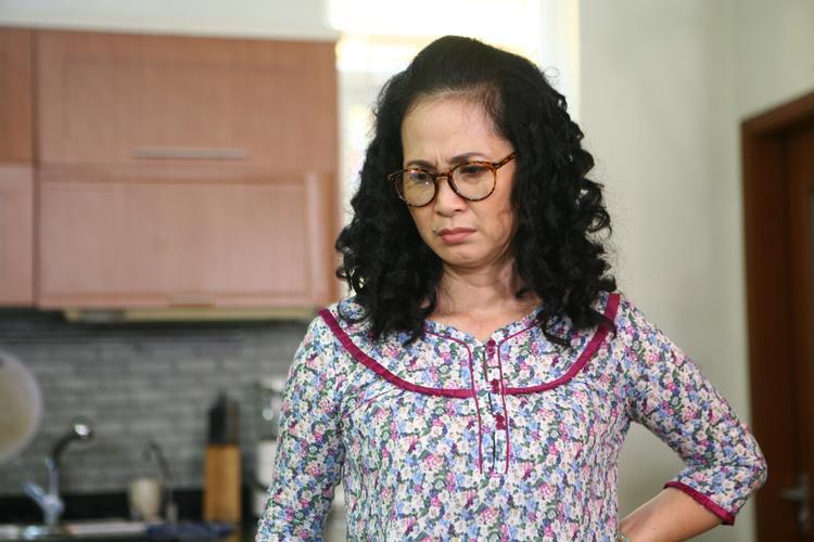 Dù đã rất cố gắng nhưng Vân vẫn gặp nhiều khó khăn trong việc hòa nhập cuộc sống mới, đặc biệt là việc sống chung với mẹ chồng (NSND Lan Hương thủ vai).