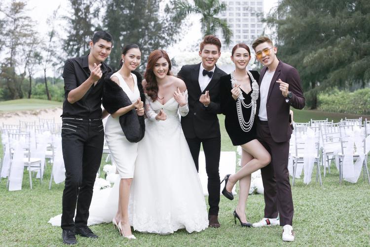 MV đầu tay của Huỳnh Tiên có sự góp mặt đặc biệt từ những người bạn thân thiết của cô.