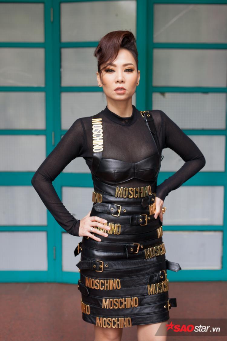 HLV Thu Minh sang trọng và xinh đẹp.