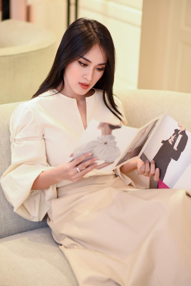 Ngoài việc quan tâm đến mẫu mã, phom dáng đẹp, phù hợp, nữ diễn viên cũng rất khắt khe trong việc lựa chọn chất liệu trang phục.