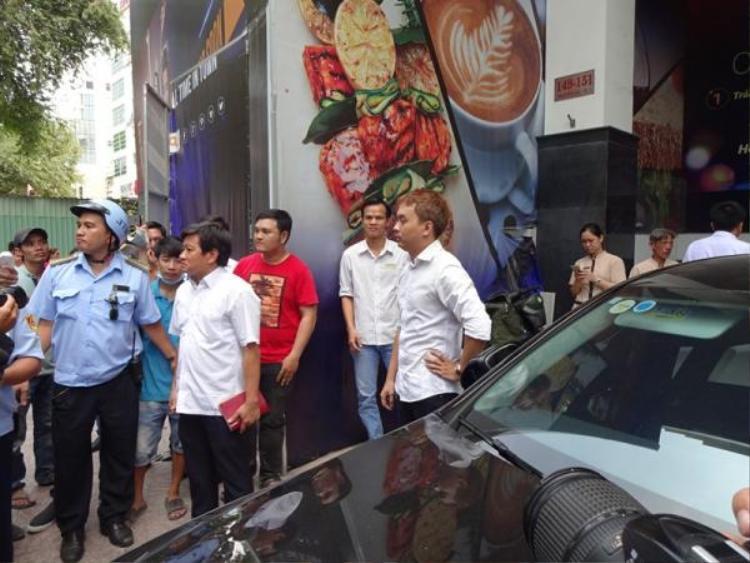 Dù ủng hộ quyết sách của ông Hải và Thành phố, tuy nhiên, xe của nam nhạc sĩ vẫn bị cẩu về trụ sở.