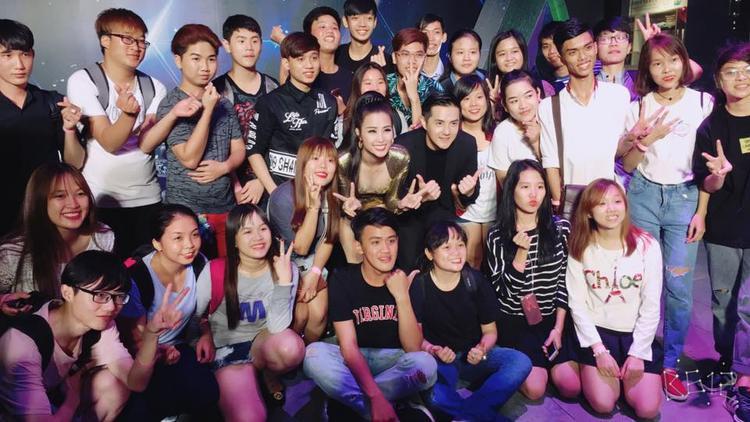 Showbiz Việt hiếm có ai dụ dỗ fan giỏi như Đông Nhi