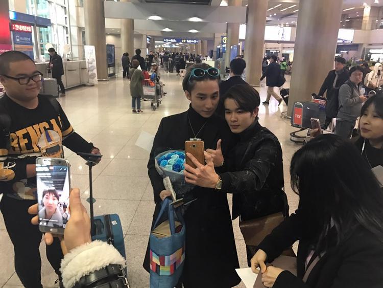 Fan ngủ đêm tại sân bay Hàn Quốc để chào đón Sơn Tùng M-TP