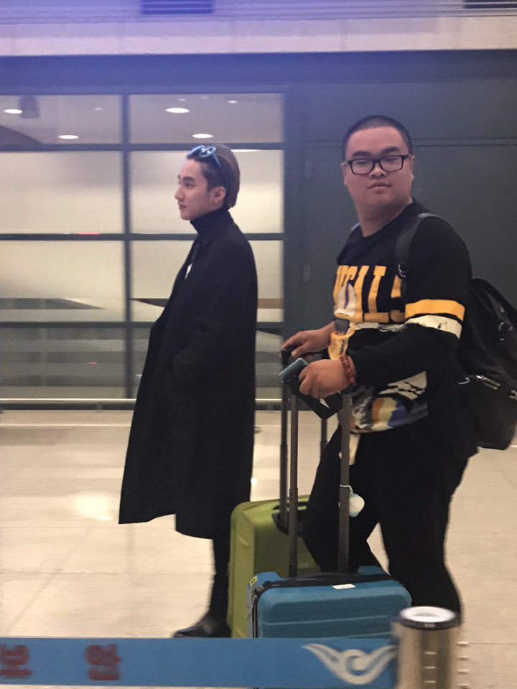 Sơn Tùng đặt chân đến Hàn Quốc vào lúc sáng sớm.