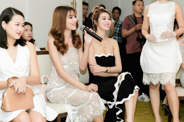 Ngoài việc chăm chỉ tham dự các cuộc thi sắc đẹp và ghi dấu ấn, Quỳnh Châu còn được khán giả ngưỡng mộ nhờ tình cảm gắn bó với bạn trai Quang Hùng.