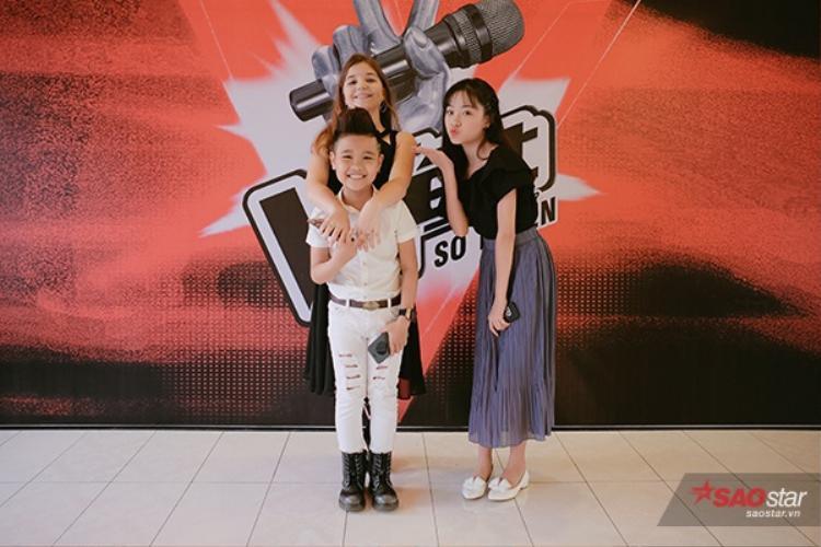 Bộ ba Giọng hát Việt 2016 vui mừng gặp lại nhau sau một thời gian dài.