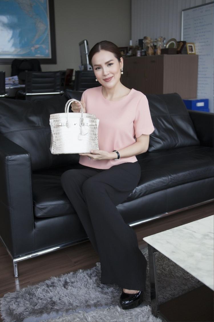 """Người đẹp Phương Lê đã dùng túi Hermes để làm tài sản thừa kế cho 3 """"nàng công chúa""""."""