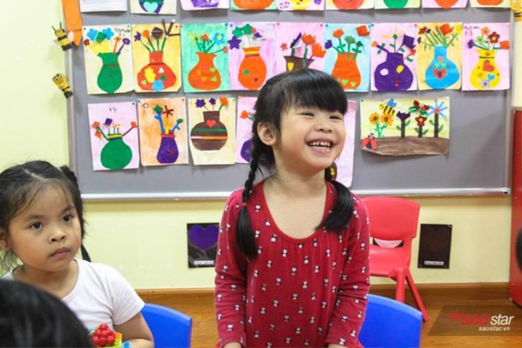 Miu và Moon đều đang theo học tại một trường song ngữ gần nhà.