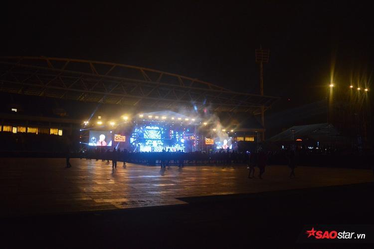 Cộng hưởng của cơn mưa, đêm nhạc diễn ra với lượng khán giả vô cùng ít ỏi.