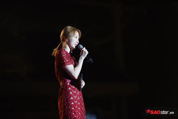 EXID Hani đảm nhiệm vai trò MC của đêm concert đầu tiên.