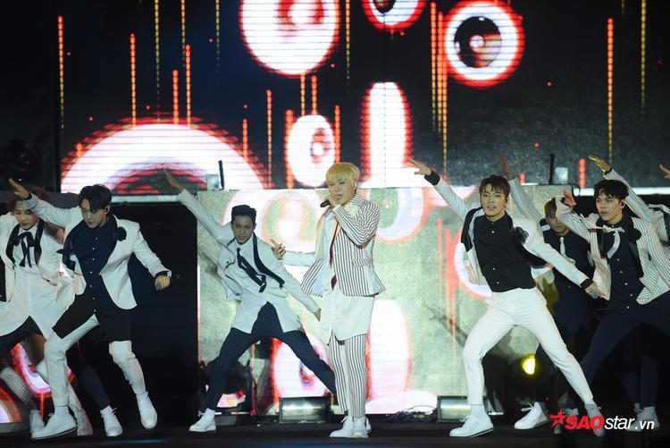 Nhóm biểu diễn hit Manse và ca khúc mới nhất mang tên Boom Boom.