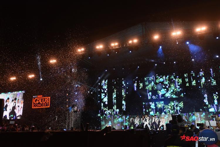 Cộng đồng Carat (tên gọi fan Seventeen) chắc hẳn đã có một đêm đáng nhớ cùng thần tượng.