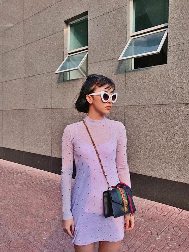 Chiếc kính Cat Eye Colour Pop gọng trắng của Quỳnh Anh Shyn