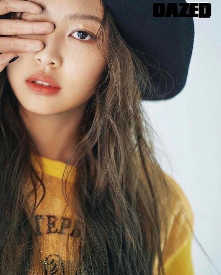 Jennie của BlackPink là người mẫu cho trang bìa tạp chí Dazed Korea số phát tháng 4/2017.