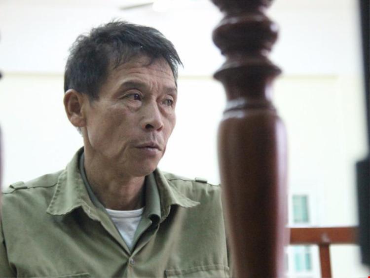 Ông Đinh Ngọc Thạch bị xử phạt 6 tháng cải tạo không giam giữ, đồng thời tịch thu chiếc xích lô cùng toàn bộ tấm tôn trên chích xích lô gây ra vụ việc.Ảnh: Afamily