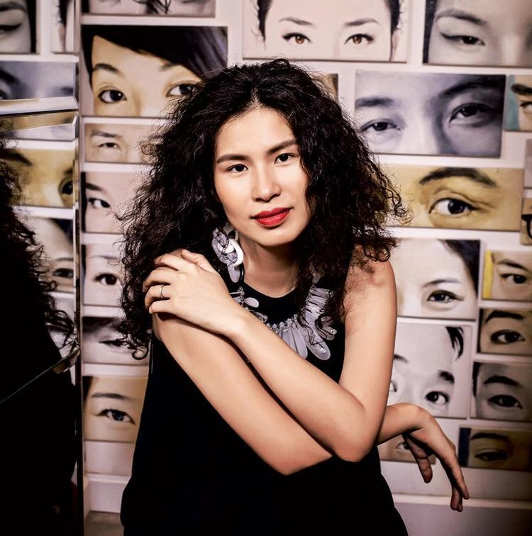 …và NTK Thuỷ Nguyễn sẽ đồng hành cùng Top 10 The Face online trong thử thách vòng 2 với những bộ sưu tập đặc biệt của mình.