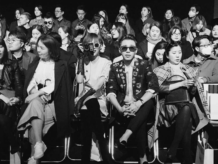 Phí Phương Anh - Hoàng Ku tỏ ra hào hứng cho ngày đầu tham dự Seoul Fashion Week 2017.