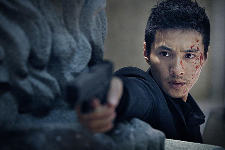 Vai diễn sát thủ trong The Man from Nowhere mang về cho Won Bin giải Nam diễn viên xuất sắc nhất tại Daejong Film Awards và Phim điện ảnh xuất sắc nhất tại Lễ trao giải Baeksang.