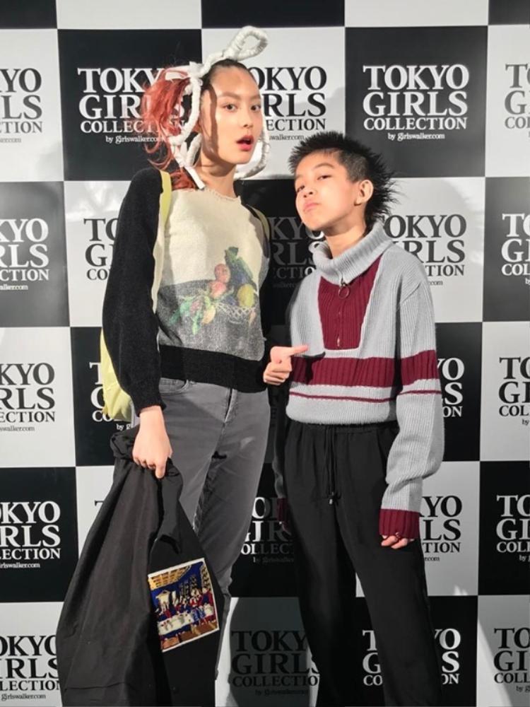 """Khuôn mặt cực ngầu, thần thái """"high fashion"""" của một model chuyên nghiệp, chẳng lạ khi Yoshi trở thành hiện tượng trên mạng xã hội"""