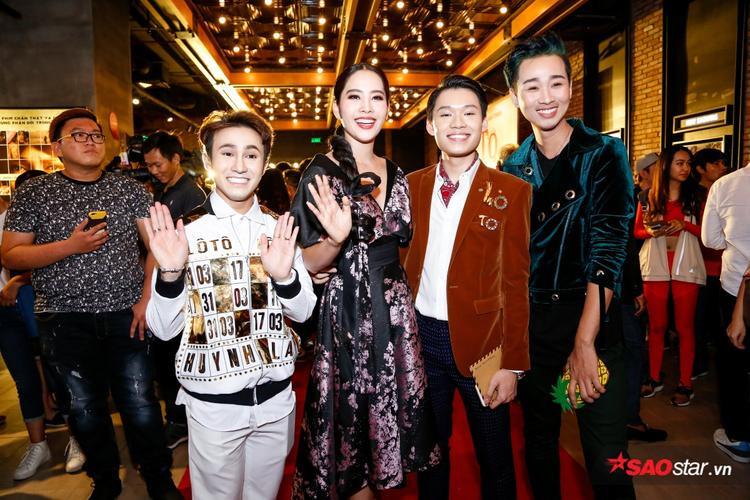 Huỳnh Lập, Nam Em, Hải Triều nhí nhảnh chụp ảnh kỷ niệm trong ngày ra mắt phim.