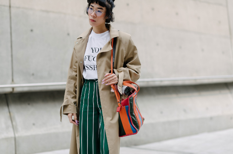 Đặng Hải Yến - cô nàng NTK có diện mạo vô cùng dễ thương với phong cách thời trang đơn giản nhưng rất Hàn Quốc nhờ mái tóc ngắn uốn cụp cũng xuất sắc lọt top mặc đẹp do Vogue bình chọn. (ảnh Vogue)