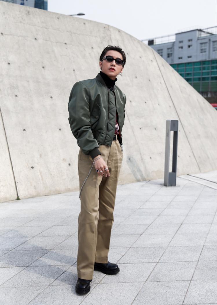 Đây chính là bộ trang phục giúp Sơn Tùng chiếm spotlight trong suốt ngày thứ 2 tại Seoul Fashion Week.