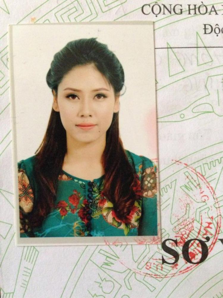 Á hậu Nguyễn Thị Loan chứng tỏ đẳng cấp nhan sắc của người đẹp đại diện quốc gia với ảnh thẻ long lanh.