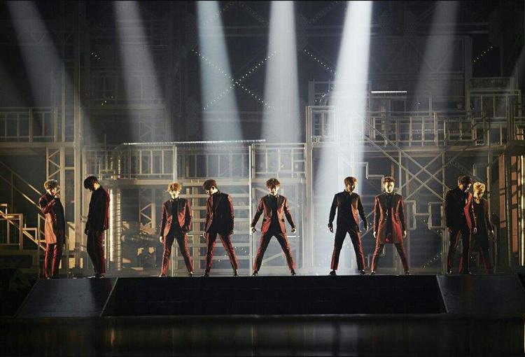 EXO chuẩn bị khép lại hành trình 11 tháng đi tour vòng quanh thế giới.