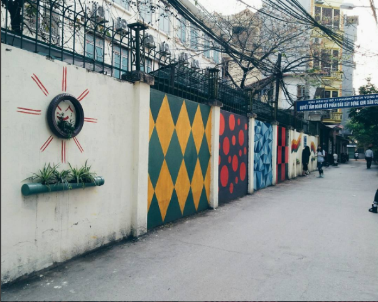 """Một góc ảnh khác trong khu tường tranh. Với niềm đam mê sáng tạo chụp ảnh của sinh viên trường Báo thì nơi này chẳng thể nào """"làm ngơ"""" ! (Nguồn : Instagram lliu-liu)"""