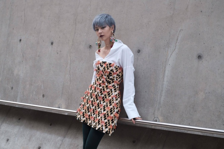 Cận cảnh thiết kế của Phương Anh với chiếc váy của Công Trí nằm trong BST Lúa, từng được anh trình diễn tại Tuần lễ thời trang Tokyo 2016 gây được tiếng vang trong giới mộ điệu nước ngoài.