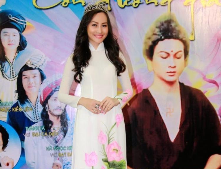 'Thi chui' và cái giá phải trả cho người đẹp Việt thích bất chấp