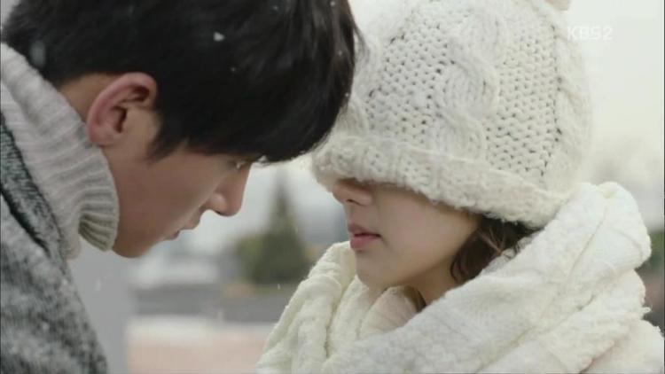 Mỗi khi hôn, Ji Chang Wook phải cúi sâu xuống thế này!