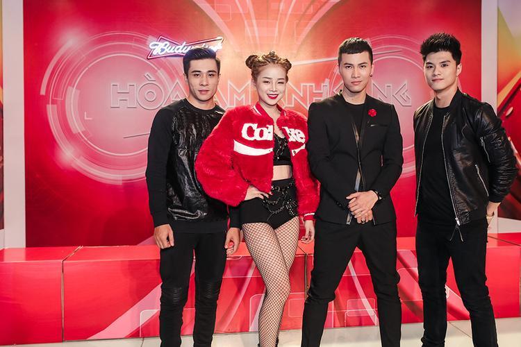 Team Mai Tiến Dũng bao gồm các thành viên: biên đạo Lâm Vinh Hải, Producer Gin và DJ Mie.