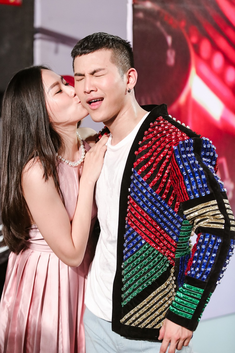 Bên cạnh Tóc Tiên, xuất hiện tại đêm thi còn có Lý Phương Châu - quản lý hình ảnh của Mai Tiến Dũng trong chương trình Hòa Âm Ánh Sáng - The Remix New Generation 2017.