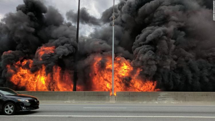 Sập đường cao tốc do cháy lớn, giao thông phía Nam nước Mỹ ảnh hưởng nặng nề