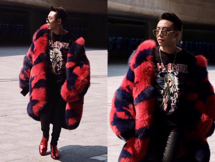 Hình ảnh Hoàng Ku cùng chiếc áo khoác lông gây chú ý tại Seoul Fashion Week 2017. Đã từng tham dự khá nhiều Tuần lễ thời trang đình đám trên thế giới và chưa lần nào chàng trai này khiến người yêu thời trang Việt phải thất vọng bởi phong độ của mình.