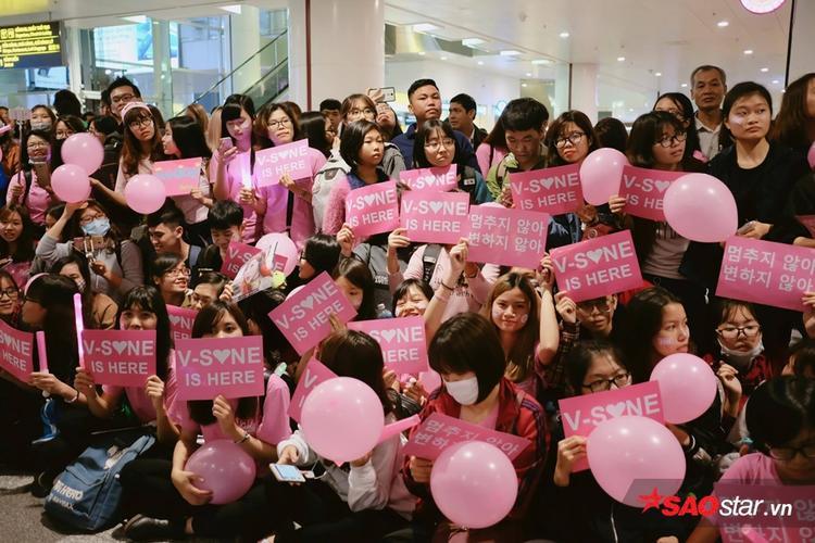 Những banner hồng dành tặng các cô gái.