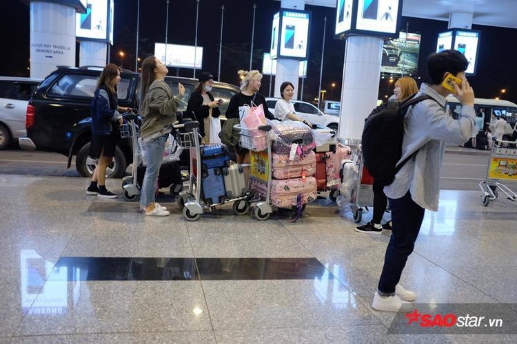 Và vali đồ toàn màu hồng của các cô gái SNSD.